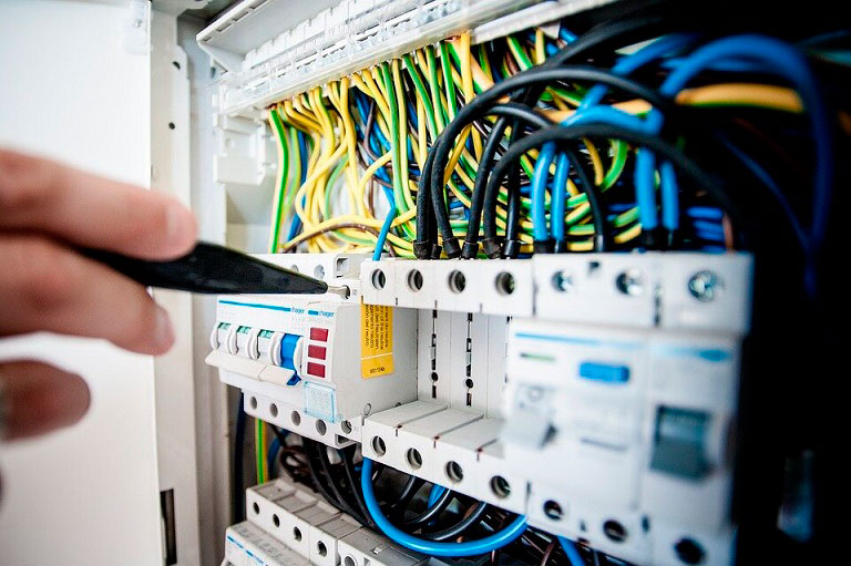 электрощит-в-частном-доме из СИП панелей